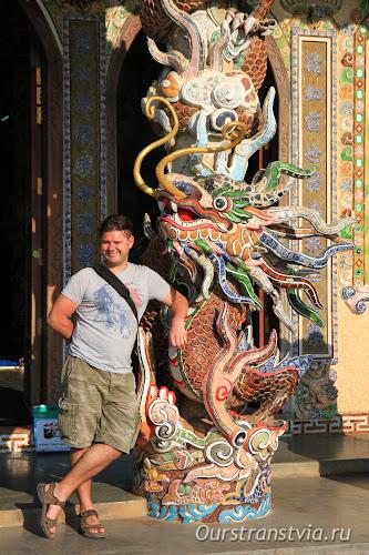 Бутылочный храм Линь Фуок, Вьетнам