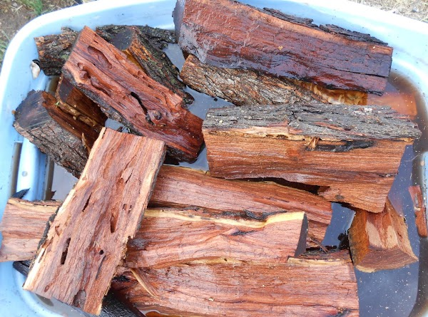 We use mostly mesquite, but I know this would be delicious with hickory.