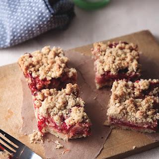 Strawberry Rhubarb Ginger Crumb Bars
