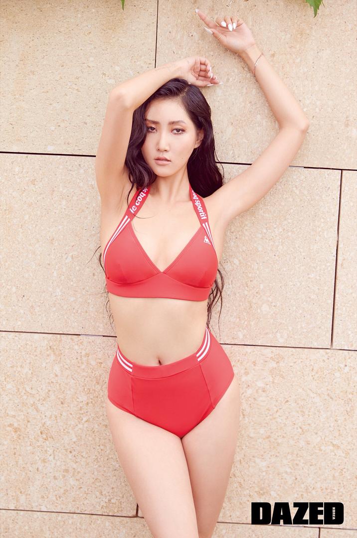 Hwasa-red-bikini