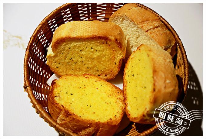 新國際西餐廳麵包
