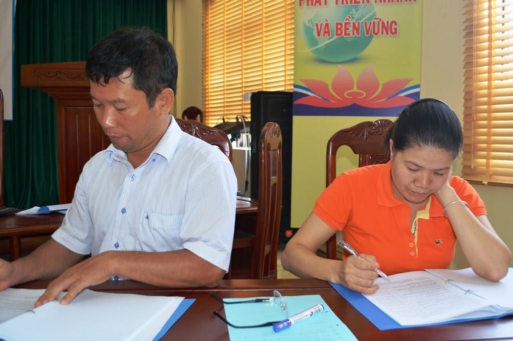 Hình : Điền phiếu đánh giá trước khóa học