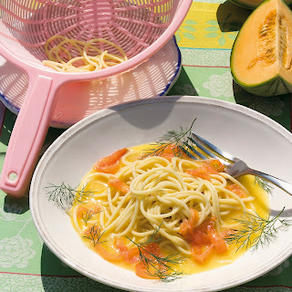 Spaghetti mit Melonen-Lachs-Sauce
