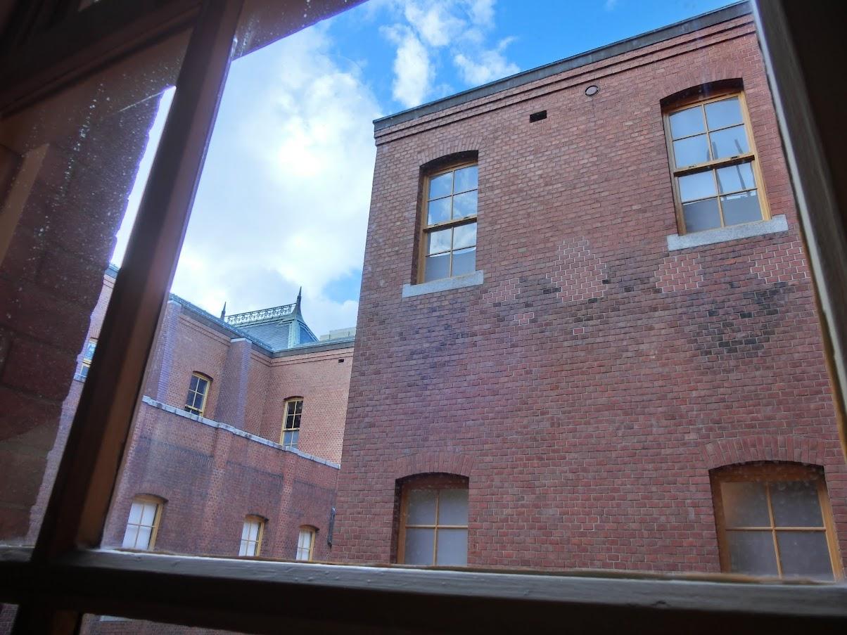 名古屋市市政資料館の中から撮影