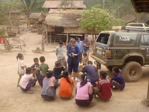 Photo: Zanedlouho se kolem nás sbíhají místní a prosí nás o nějaké léky či dezinfekce. Poměrně rozporuplná zkušenost.
