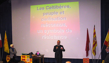 Photo: 07 Le président présente la conférence et les conférenciers