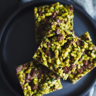 Matcha Black Sesame Rice Krispie Treats with Chocolate Chunks