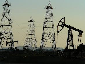 Photo: Baku melletti olajmezők. Fúrótornyok Baku határában