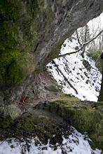 Photo: Van itt még mit felfedezni és nemcsak geológusoknak! Üregek és párkányok a Macska-lyuk külső sziklafalán.