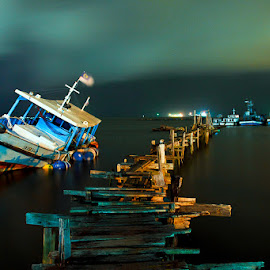 Lie at anchor by Izwanshah Haqimie - Transportation Boats