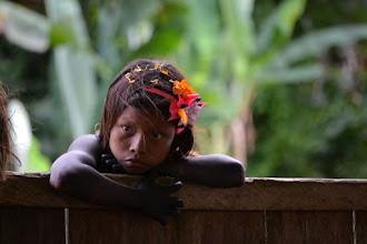 Photo: La niña poniendo atención