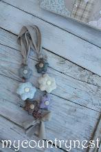 Photo: collana con fiori imbottiti