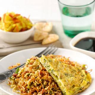 Nasi Goreng met groene kruiden-taugéomelet