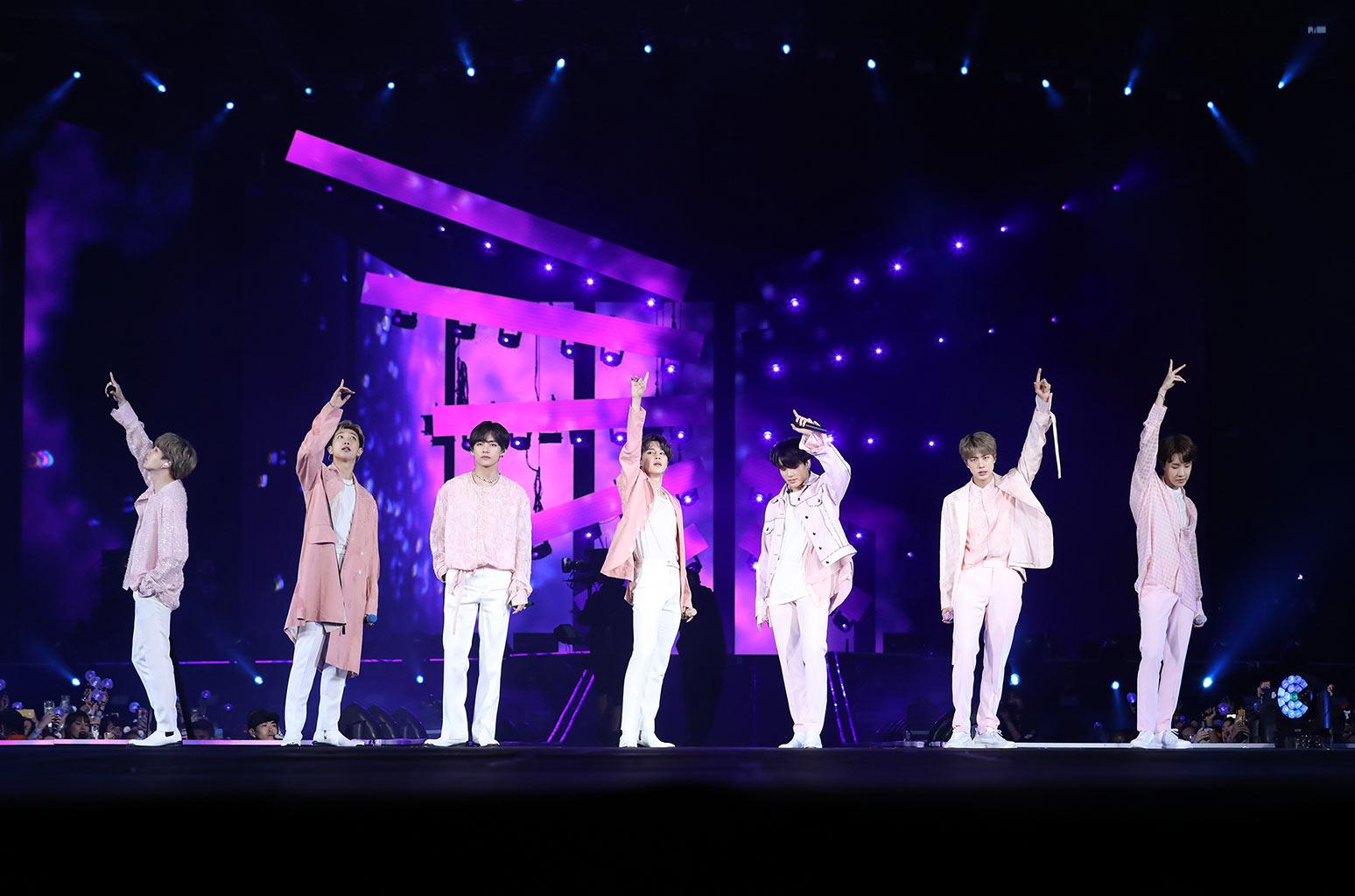 01-BTS-metlife-2019-billboard-1548