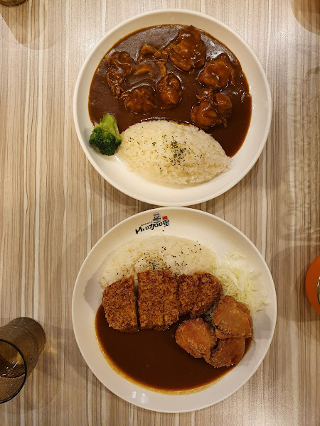 yummy curry, crispy meat, very good quality, giant portion.