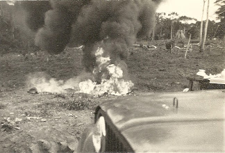 Photo: Nov 1968 - Desinfecção de uma fossa - Chimbete - Cabinda - Angola