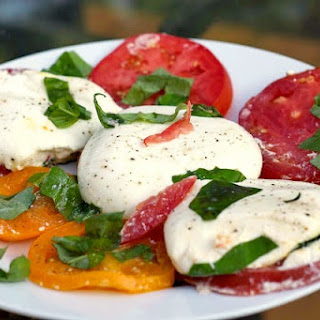 Insalata Caprese con Burrata - Caprese Salad with Burrata Cheese