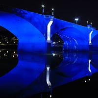 Il ponte in blu di