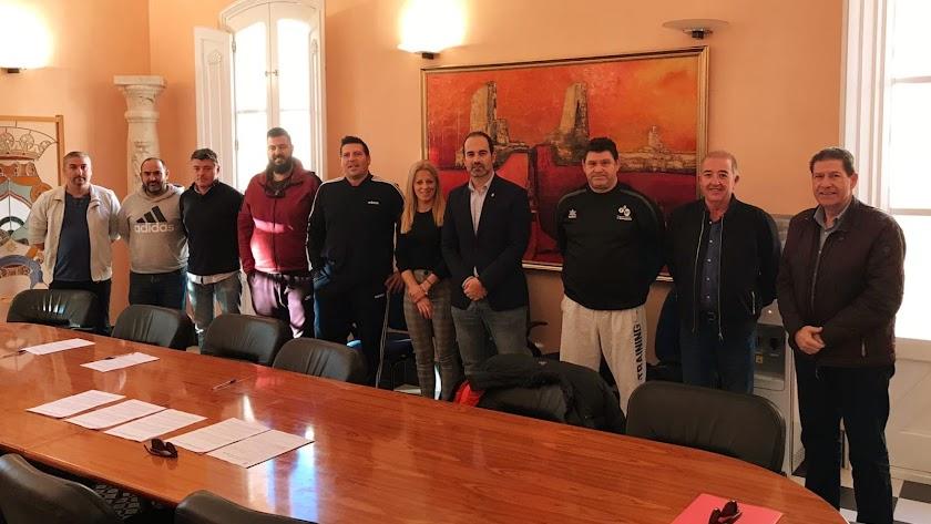 Tras un acuerdo con el Ayuntamiento, los clubes se harán cargo de la formación deportiva.