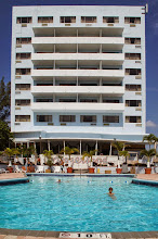 Photo: Miami Beach, Pool mit Hotel Howard Johnson Dezerland Beach Resort
