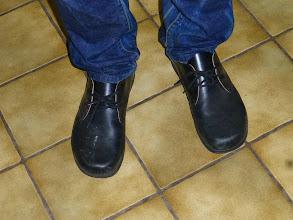 Photo: Und die Waldviertler Schuhe sind auch schon erneuert. Übrigens ein Geheimnis: Wie auf der Pilgerschaft und den fast lächerlichen 150 km nach Mariazell immer ohne Socken getragen. Das gibt den besseren Bodenkontakt.