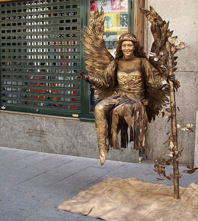 E sempre di un angelo si tratta di dino pas