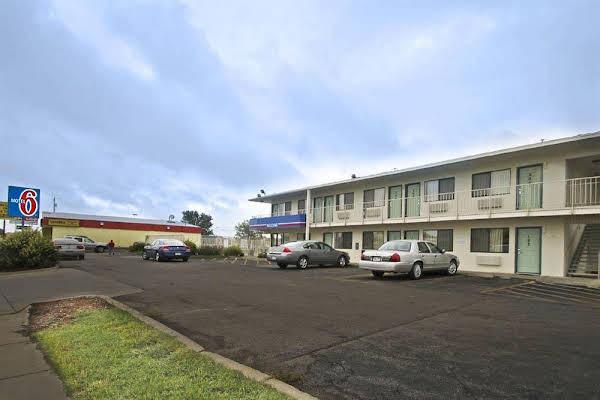 Motel 6 Manhattan Kansas