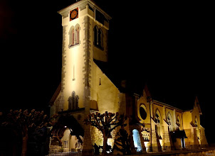 Photo: Les reliefs des façades mis en valeur par l'éclairage indirect