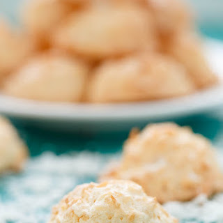 Easy and Delicious Coconut Macaroons