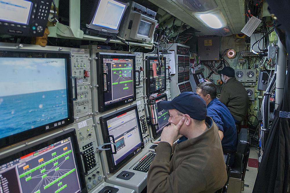 Las ideas de jeugenio submarinos en el interior del for Interior submarino