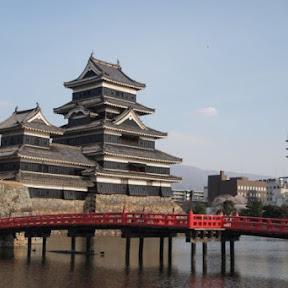 【日本の絶景】国宝松本城で満開に咲く美しい桜に酔いしれる / 長野県松本市の「松本城」