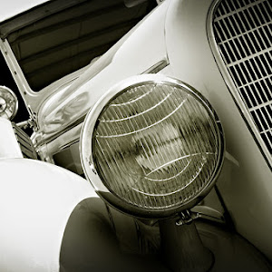 M:\My Photos C\_PORTFOLIO 2\Fine Art Images\fine art web sized images\FA_Classic car w headlight_1495_web.jpg