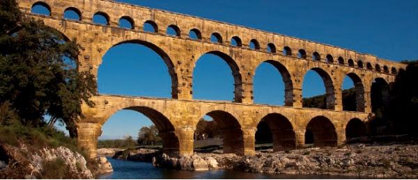 Туристический маршрут Гренаш - окрестности Оранжа: самое интересное вокруг Оранжа. Châteauneuf-du-Pape, Pont du Gard, Авиньон, Шатенеф дю Пап и огромный римский Пон дю Гар - лучшее рядом с Оранжем, туристический маршрут по Провансу, маршруты в Провансе, куда съездить из Оранжа, что посмотреть рядом с Авиньоном, Avignon,
