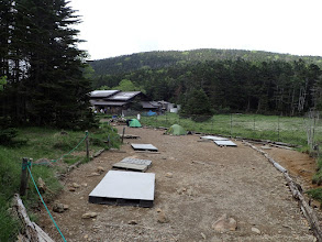 黒百合平のキャンプ地
