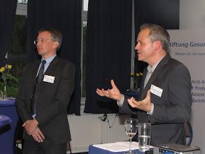 Photo: Angeregte Diskussionen beim Jahresempfang der Stiftung Gesundheit 2012