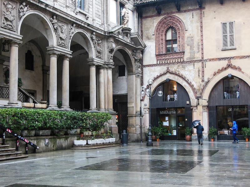 Milano con la pioggia di Giò Volpi