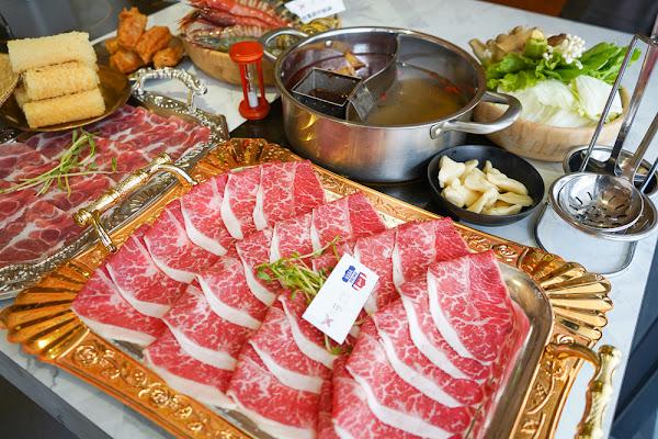 菜盤換肉盤、飲料暢飲!火鍋界的奇葩!網美空間、質感食材、浮誇海鮮盤「花花世界鍋物」