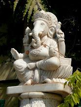 Photo: Ganesha: Er möge dem Laden Glück und Erfolg bringen.