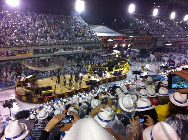 קרנבל ריו - חגיגה של ריקודים לאורך כל הלילה