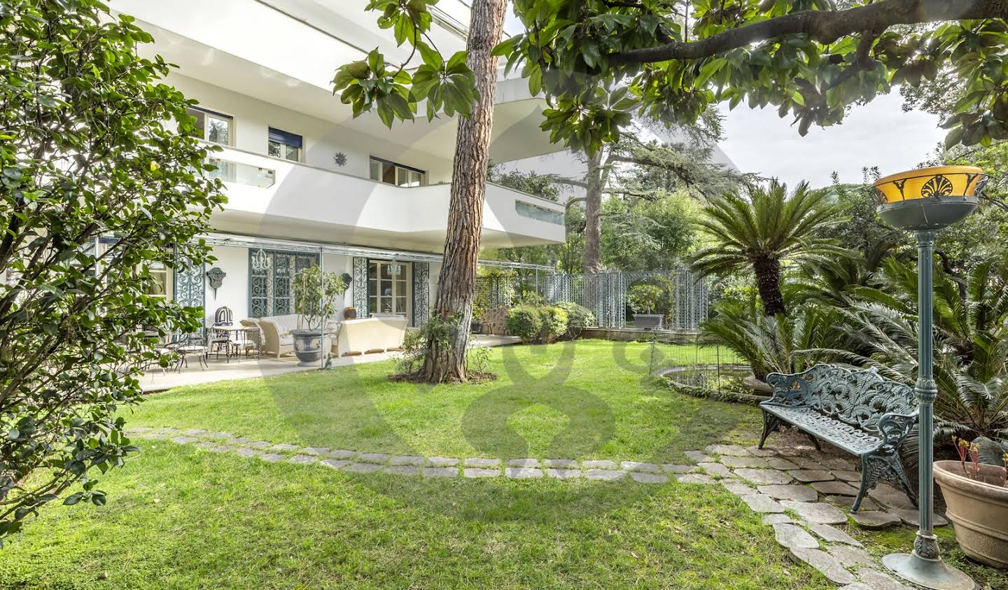 Apartment with terrace Roma