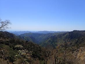 左手前に橡山、中央奥に高峰山など