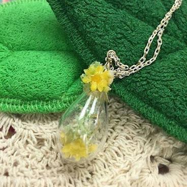 瓶子裡的小黃花首飾  全部首飾都係我地人手製作, 獨一無二~ 當中吊咀以花為主題~ 陪同您以不同心情, 與您迎接每一天~ ✨訂購查詢請發訊息inbox給我們✨