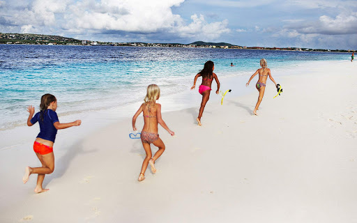 bonaire-children-on-beach.jpg - Children run along the beach in family-friendly Bonaire.