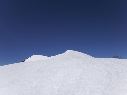 雪の斜面は続く
