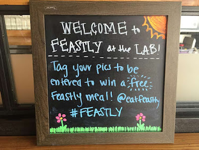 Feastly is a social dining startup that lets you share a meal or organize private lunches and dinners.