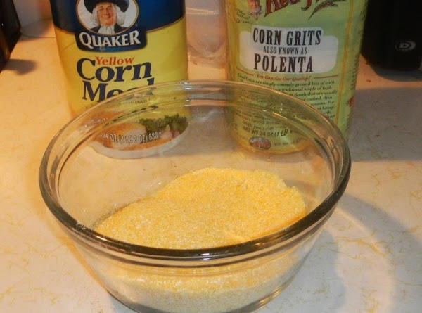Put the cornmeal in a bowl.