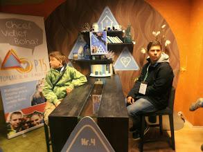 Photo: Ďalšie štúdio TV LUX pre jednu z mnohých relácií - vľavo miništrant Janko