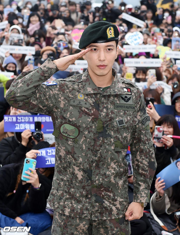 jung yonghwa twice army 3