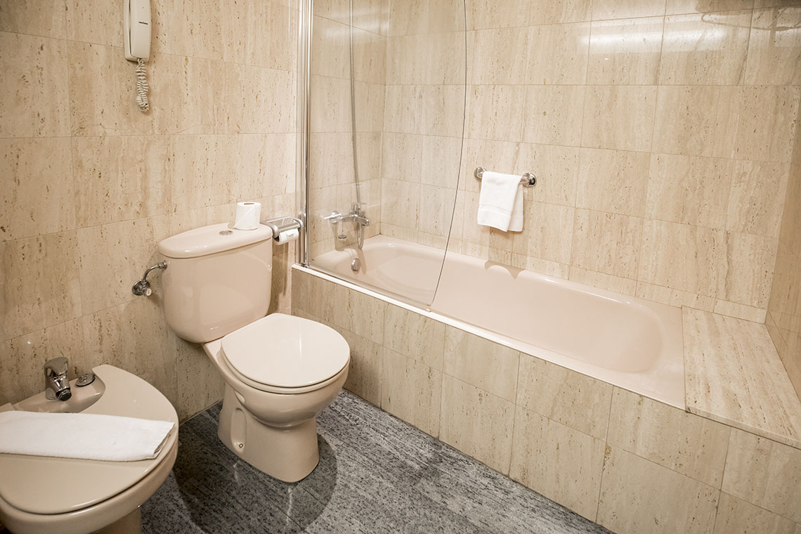 Rooms in a 4* hotel with full bathroom