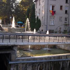 Фонтани by Georgi Kolev - City,  Street & Park  Fountains ( слънце., фонтани., ден., дървета., сгради. )
